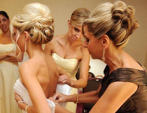 вечерняя прическа для мамы невесты