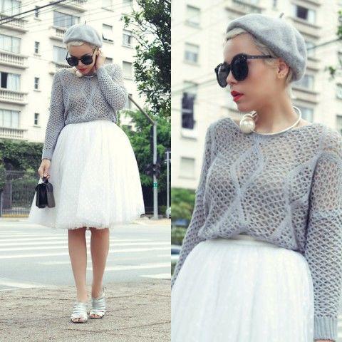 Белое платье и черное белье