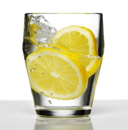 стаканы бокал с водой стакан сока влага пот