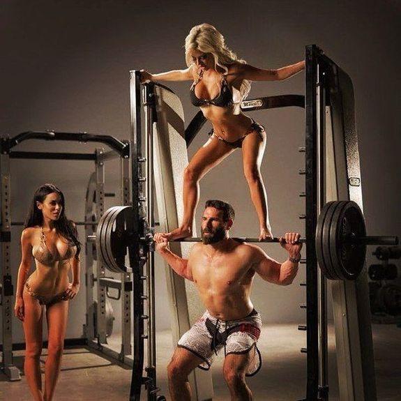 бородач и голые и девушка фото