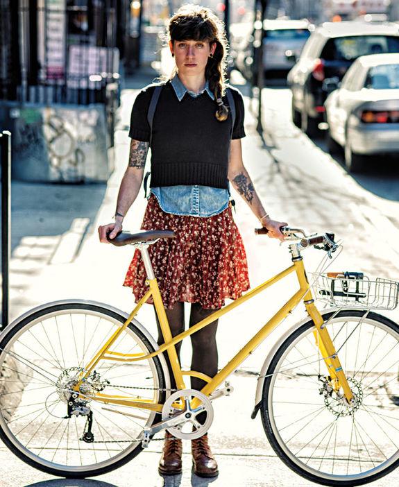 девушки в колготках на велосипеде фото