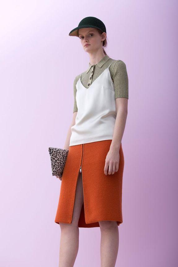 e98d5620ed9b ... раз летом нет нужды надевать на себя такой ворох одежды. Тем не менее —  это модно, поэтому идя у нас на поводу, дизайнеры упростили задачу и сшили  один ...