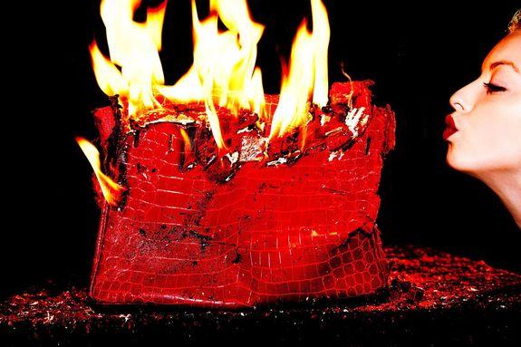 Кожаные вещи не горят
